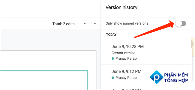 """To find named versions of a Google Slides presentation, flip the switch next to """"Only Show Named Versions."""""""